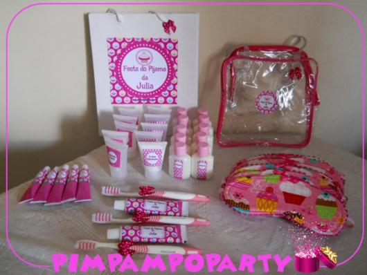 Como fazer uma festa do Pijama lembrancinhas com kit com escova, creme dental, hidratante, entre outros