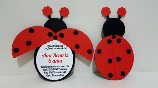 Convites Ladybug no estilo scrap em formato de joaninha