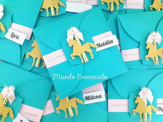 Convites Unicórnio Dourado com aplique no envelope
