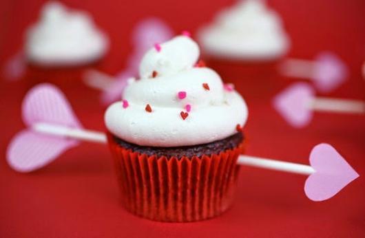Cupcake para Dia dos Namorados Enfeite em formato de flecha