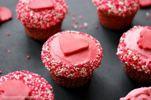 Cupcake para Dia dos Namorados Confeito em formato de coração