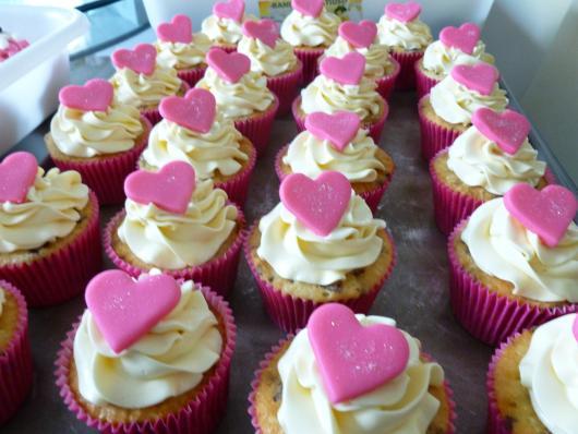 Cupcake para Dia dos Namorados Confeito coração rosa