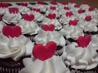 Cupcake para Dia dos Namorados de Chantilly branco