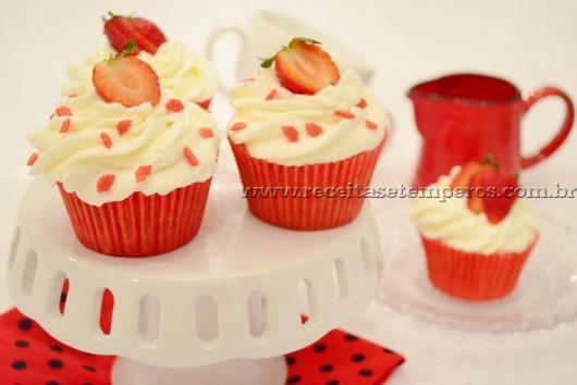 Cupcake para Dia dos Namorados de Chantilly com morango