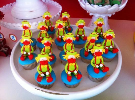 Cupcake Patati Patatá decorado com palhacinhos