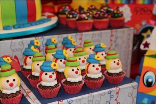 Cupcake Patati Patatá com rostinhos de palhacinhos