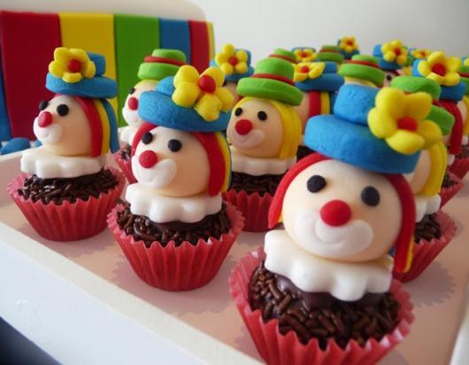 Cupcake Patati Patatá com cabeças de palhaços