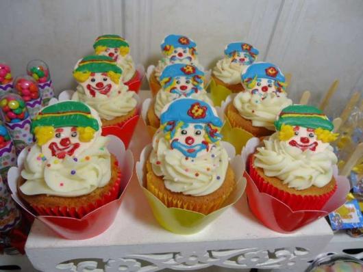 Cupcake Patati Patatá com ganache e granulado