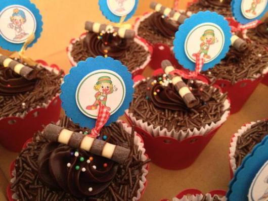 Cupcake Patati Patatá com placa feita em gráfica
