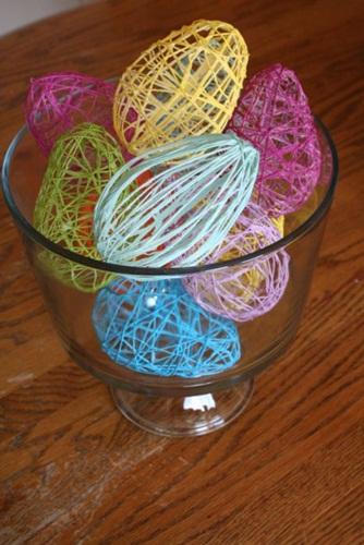 Decoração de Páscoa Simples e Barata ovos coloridos feitos com barbante