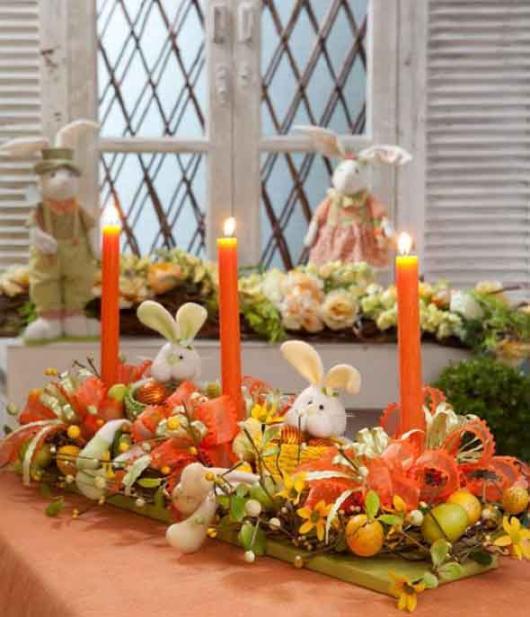 Decoração de Páscoa Para Mesa: castiçal com coelho e vela laranja
