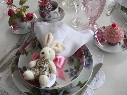 Decoração de Páscoa Para Mesa: porta guardanapo de coelho de pelúcia