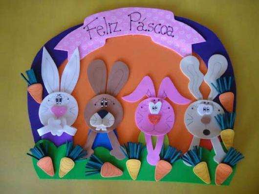 Decoração de Páscoa de EVA: guirlanda com coelhos