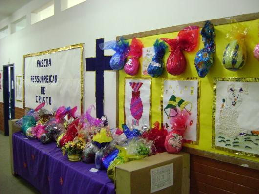 Decoração de Páscoa Para Escola: ovos de Páscoa pintados pelos alunos