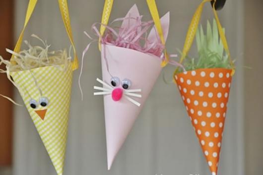 Decoração de Páscoa Para Escola: cone de papel com rosto de coelho