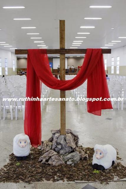 Decoração de Páscoa Para Igreja cruz com tecido vermelho