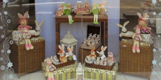 Decoração de Páscoa Para Loja: coelhos de pelúcia