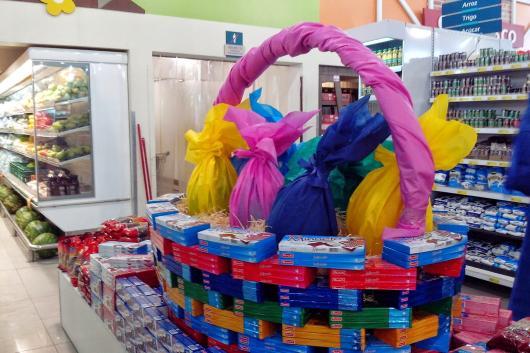 Decoração de Páscoa Para Loja: ovos gigantes feitos com papel