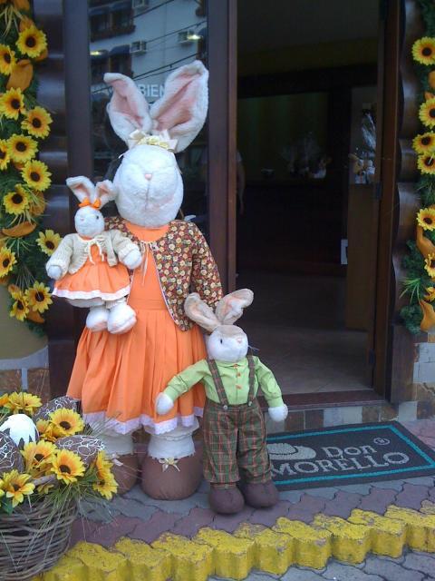 Decoração de Páscoa Para Loja: coelhos em tamanho grande