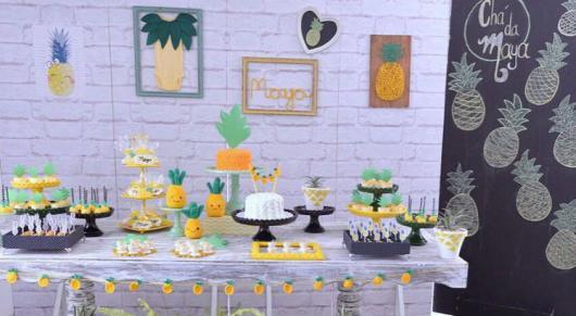Decoração de Chá de Bebê de menina criativo com tema de abacaxi