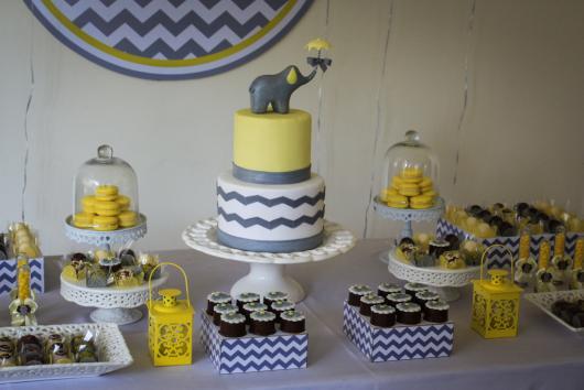 Decoração de Chá de Bebê de menino com tema Elefantinho com detalhes em amarelo