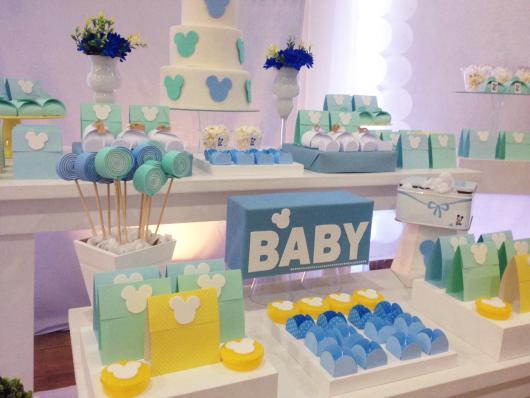 Decoração de Chá de Bebê de menino com tema Mickey em tons de azul