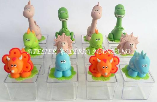 Lembrancinha Festa Dinossauro com caixinha de acrílico para doces decorada
