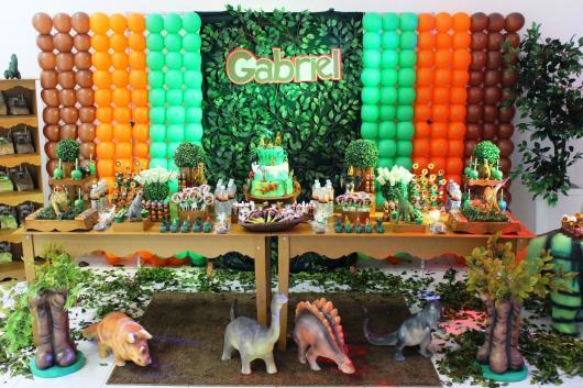 Festa Dinossauro provençal no estilo rústico