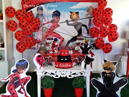 Decoração da Festa Ladybug estilo provençal com display de PVC
