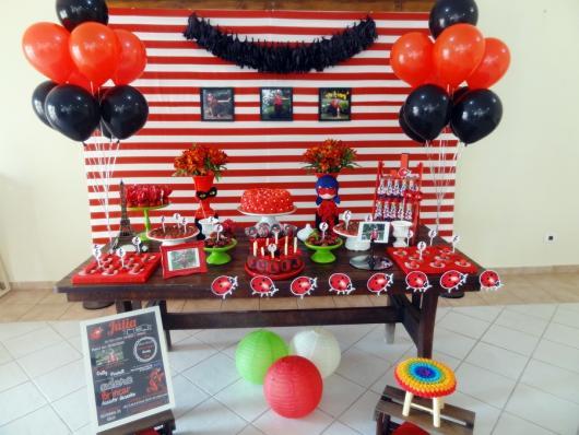 Decoração da Festa Ladybug Simples com balões
