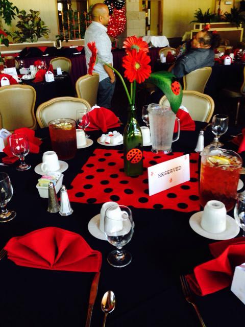 Decoração da Festa Ladybug Baby centro de mesa com flores