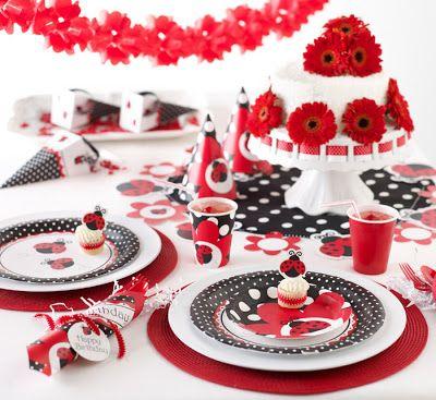 Decoração da Festa Ladybug Baby detalhes de poá