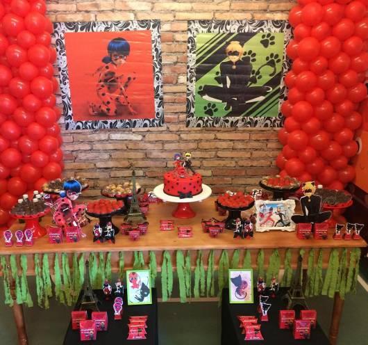 Decoração da Festa Ladybug e Cat Noir com mesa rústica