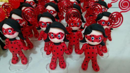 Lembrancinhas Festa Ladybug: personagem de biscuit com porta foto