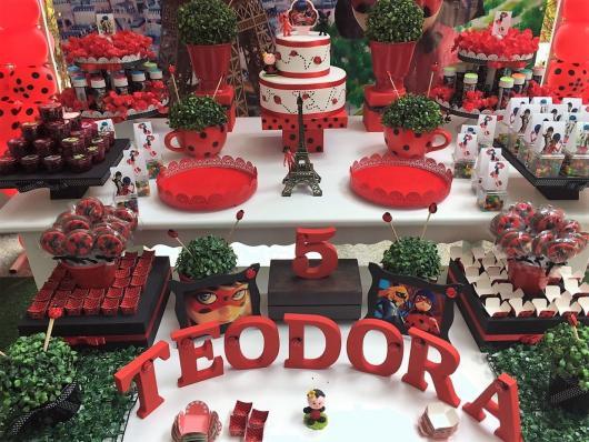 Decoração da Festa Ladybug estilo provençal com nome da aniversariante em MDF