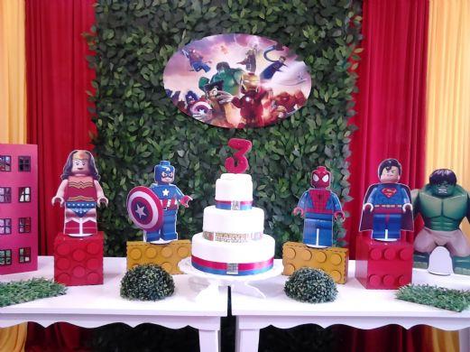 Festa Lego Super Heróis da Marvel com display de papel