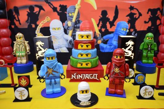 Festa Lego Ninjago com enfeites de ninja