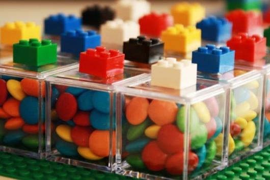 Lembrancinhas Festa Lego com caixinha de acrílico com doces