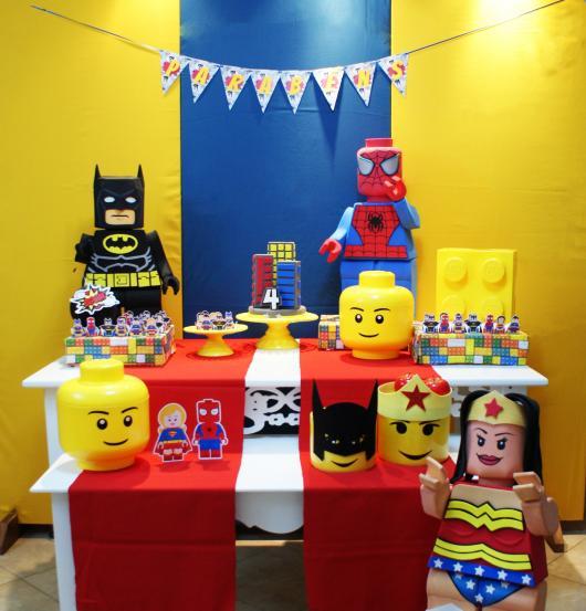 Festa Lego Super Heróis da Marvel com esculturas dos personagens