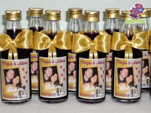 Garrafinhas para Lembrancinhas de Casamento com fita de cetim amarela