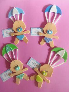 Lembrancinhas de Maternidade de EVA bebê com paraquedas