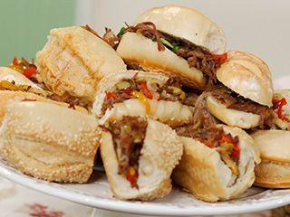 Dicas de o que servir em festa infantil simples e barato: pão com carne louca
