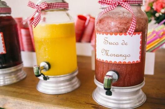 Dicas de o que servir em festa infantil à tarde: suco natural gelado