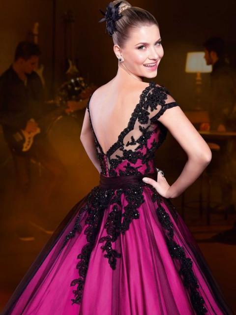 vestido de debutante rosa pink com renda preta