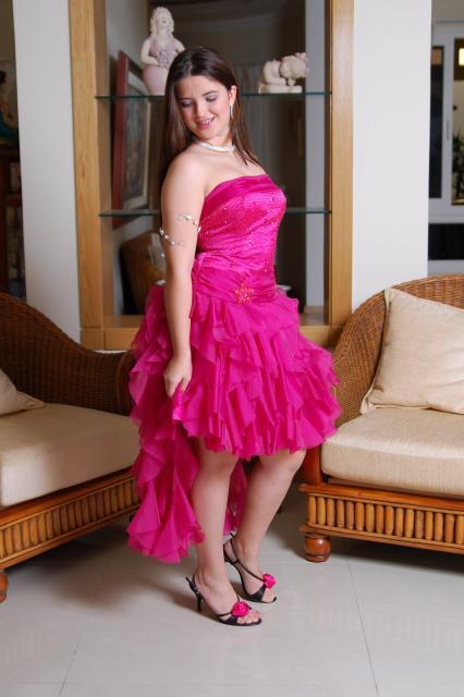 vestido de debutante rosa com saia de babado