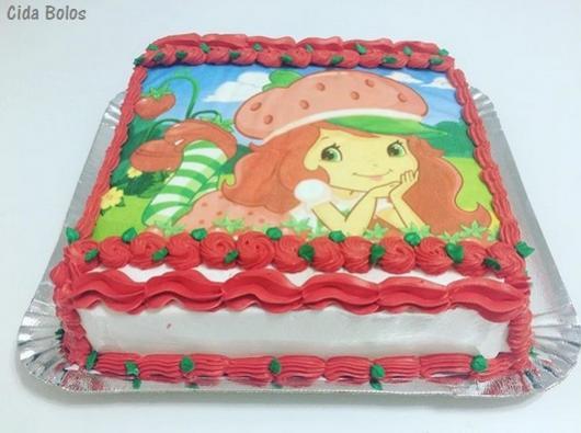 bolo vermelho e branco