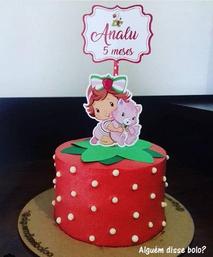 bolo redondo vermelho