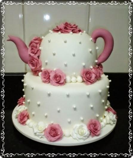 Bolo de Chá de Panela com pérolas e flores rosa