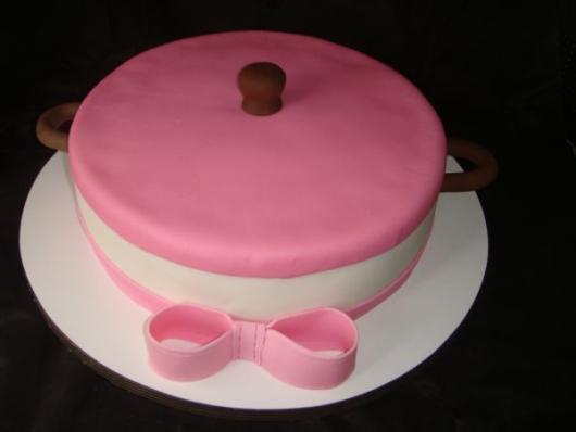 Bolo de Chá de Panela naked cake com laço rosa