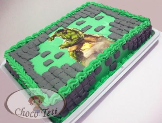 Bolo do Hulk decorado com chantilly e papel de arroz